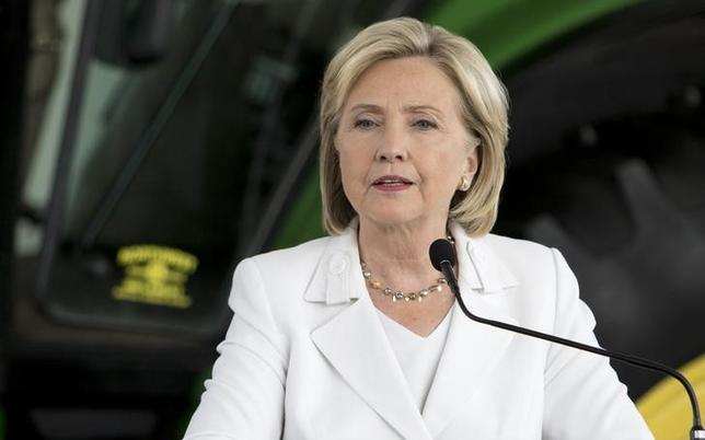 9月14日、米大統領選挙の民主党候補ヒラリー・クリントン氏の陣営は、同氏の健康状態は良好で、大統領の職務を遂行するのに問題ないとの主治医の書簡を公表した。アイオワ州アンケニーで昨年8月撮影(2016年 ロイター/SCOTT MORGAN)