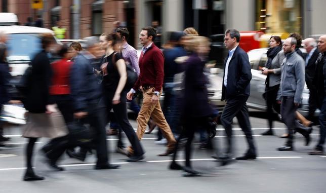 9月15日、オーストラリア連邦統計局が発表した8月の雇用統計によると、就業者数は前月比3900人減少した。写真はシドニーで2014年9月撮影(2016年 ロイター/Jason Reed)