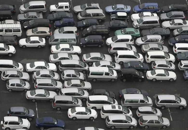 FILE PHOTO - Cars are parked in a parking lot in Chiba, east of Tokyo, March 14, 2008. The world's top greenhouse gas polluters will try to work out ways to curb carbon emissions from industries and fund cleaner energy projects for poorer nations when they gather in Japan from Friday. REUTERS/Toru Hanai