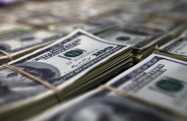 9月14日、午後3時のドル/円は、ニューヨーク市場午後5時時点に比べ、小幅にドル安/円高の102円前半。 雇用統計の悪化を受けた豪ドル売り/円買いも強まり、ドル/円は101.94円まで下落した。写真は2015年10月、リマで撮影(2016年 ロイター/Guadalupe Pardo)