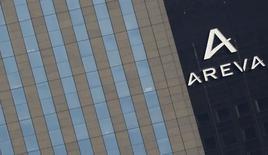 Areva fait partie des valeurs à suivre jeudi à la Bourse de Paris après l'annonce que l'entreprise française allait vendred à l'espagnol Gamesa, pour 60 millions d'euros, sa participation de 50% détenue dans Adwen, une co-entreprise spécialisée dans l'éolien en mer. /Photo prise le 8 mars 2016/REUTERS/Christian Hartmann