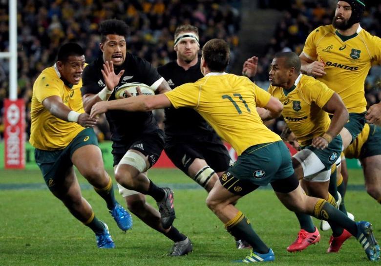 Australia Rugby Union - Bledisloe Cup - Australia's Wallabies v New Zealand All Blacks - Olympic Stadium, Sydney, Australia - 20/8/16New Zealand's Ardie Savea evades a tackle by Australia's Dane Haylett-Petty (11). REUTERS/Jason Reed