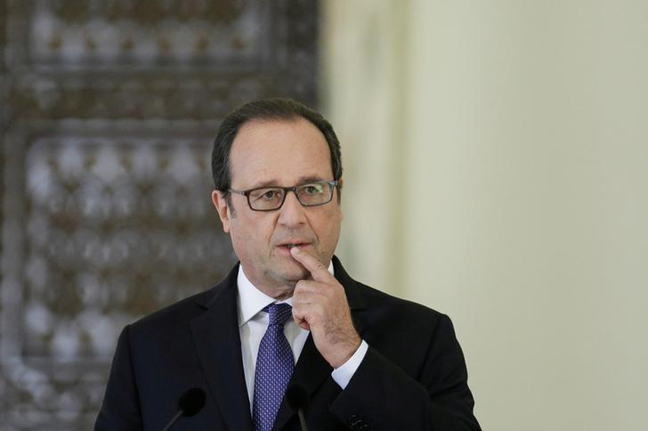 French President Francois Hollande reacts during a joint news conference with Romanian President Klaus Iohannis in Bucharest, Romania September 13, 2016.  Inquam Photos/Octav Ganea/via REUTERS