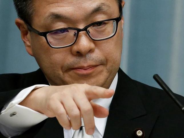9月15日、世耕弘成経済産業相(写真)は15日、自動車業界に対し、賃上げへの協力とともに、下請け企業との取引適正化に向けて自主行動計画を策定するよう求めた。8月撮影(2016年 ロイター/Kim Kyung-Hoon)