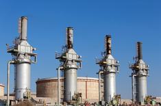 Una terminal petrolera en Zueitina, al oeste de Benghazi, Libia. 14 de septiembre de 2016. La petrolera estatal libia informó el jueves que está levantando la fuerza mayor que regía en tres puertos capturados días atrás por las fuerzas leales al comandante oriental Khalifa Haftar, y que las exportaciones se reactivarán inmediatamente en dos de ellos. REUTERS/Esam Omran Al-Fetori