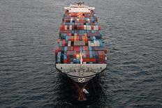 Un carguero de la compañía Hanjin Shipping en el Puerto de Long Beach, California, Estados Unidos. 8 de septiembre de 2016. El déficit de la cuenta corriente de Estados Unidos se redujo en el segundo trimestre por un incremento de las exportaciones y de los ingresos desde el exterior, mostraron datos publicados el jueves. REUTERS/Lucy Nicholson