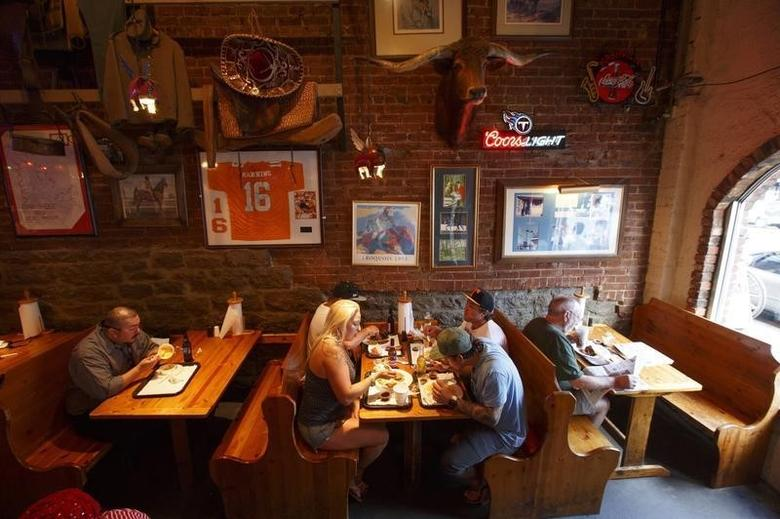 Patrons dine at the Jack's Barbecue restaurant in downtown Nashville, Tennessee June 19, 2013.  REUTERS/Harrison McClary