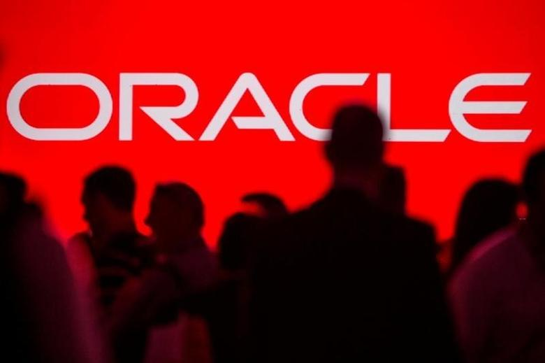 People gather prior to the start of a keynote speech at the All Things Oracle OpenWorld Summit in San Francisco, California September 24, 2013.  REUTERS/Jana Asenbrennerova/File Photo