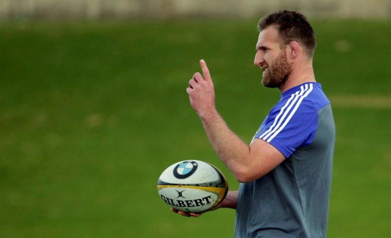 The New Zealand All Blacks rugby team captain Kieran Read holds a ball during a team training session in Sydney, Australia, August 19, 2016, before their first Bledisloe Cup game against Australia's Wallabies on Saturday. REUTERS/Jason Reed