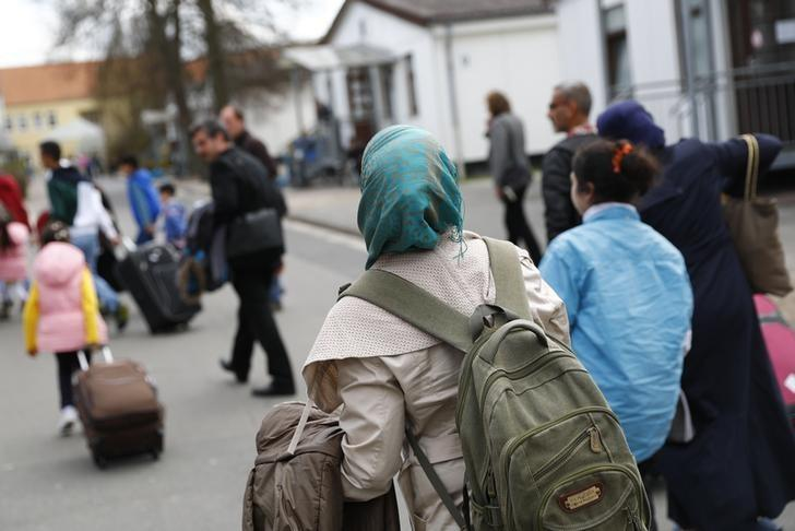 Syrian refugees arrive at the camp for refugees and migrants in Friedland, Germany April 4, 2016. REUTERS/Kai Pfaffenbach/Files