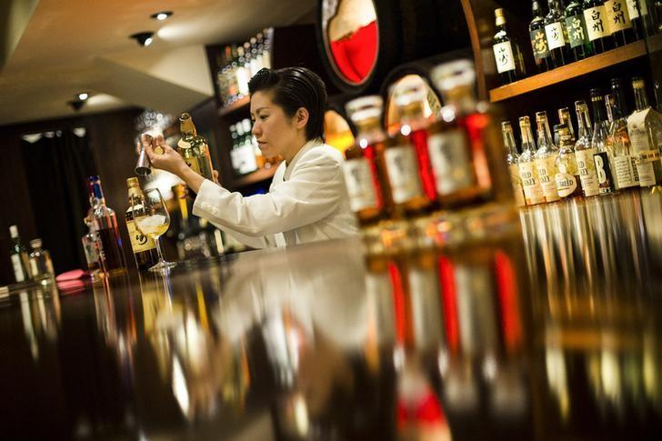 A bartender pours Yamazaki whisky at the Hibiya whisky bar in the Ginza district in Tokyo December 2, 2014. REUTERS/Thomas Peter/Files