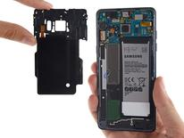 Samsung Galaxy Note 7 smartphone wireless charging coil (L) is shown during a iFixit's teardown of the phone in this image released on September 16, 2016.  Courtesy iFixit/Handout via REUTERS