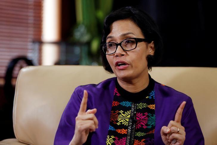 Indonesian Finance Minister Sri Mulyani Indrawati gestures during an interview with Reuters at the Finance Ministry office in Jakarta, Indonesia, August 19, 2016. REUTERS/Beawiharta