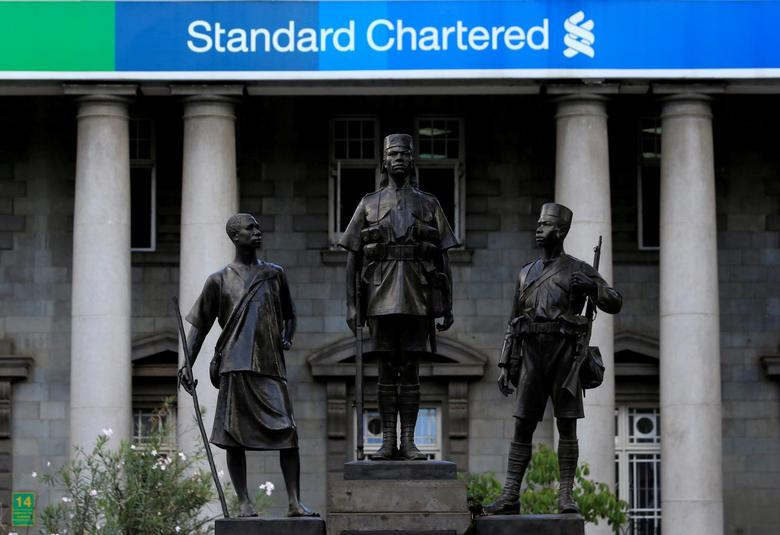 A monument stands along Kenyatta Avenue in front a branch of Standard Chartered Bank in Nairobi, Kenya, March 3, 2016. REUTERS/Noor Khamis/File Photo