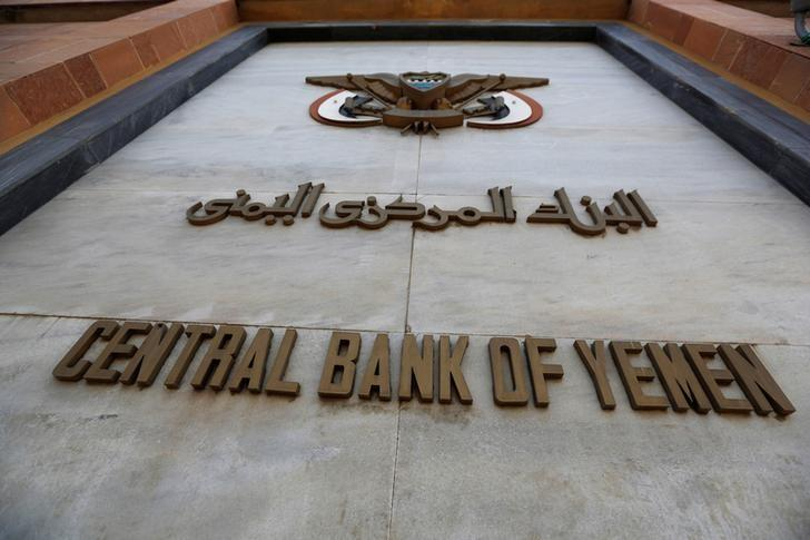 An emblem of the Central Bank of Yemen is seen on the bank's gate in Sanaa August 24, 2016. REUTERS/Khaled Abdullah