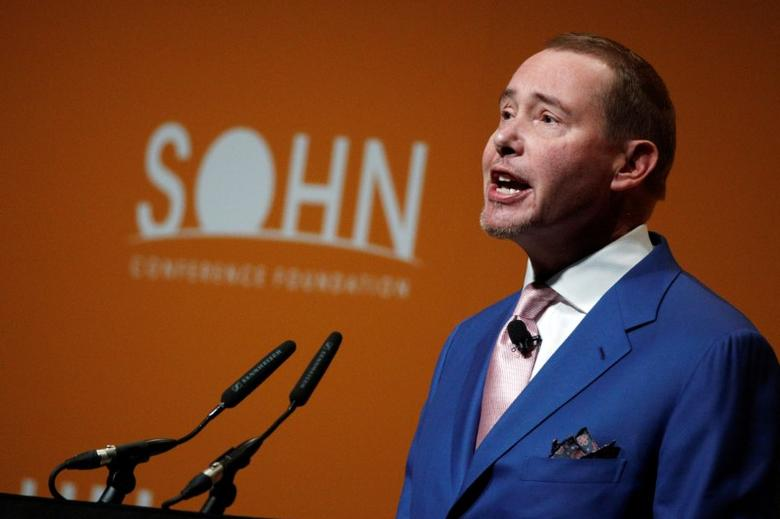 Jeffrey Gundlach, founder of DoubleLine Capital, speaks at the Sohn Investment Conference in New York City, U.S. May 4, 2016.  REUTERS/Brendan McDermid - RTX2CVS0