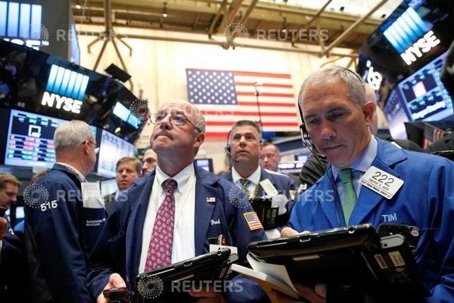 9月19日、米国株式市場は、週内にFOMCを控え警戒感が広がるなか、ほぼ横ばいで取引を終えた。NY証取、15日撮影(2016年 ロイター/Brendan McDermid)