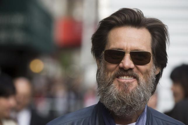 Comedian Jim Carrey arrives at the Ed Sullivan Theater in Manhattan to take part in the taping of tonight's final edition of ''The Late Show'' with David Letterman in New York May 20, 2015.  REUTERS/Lucas Jackson