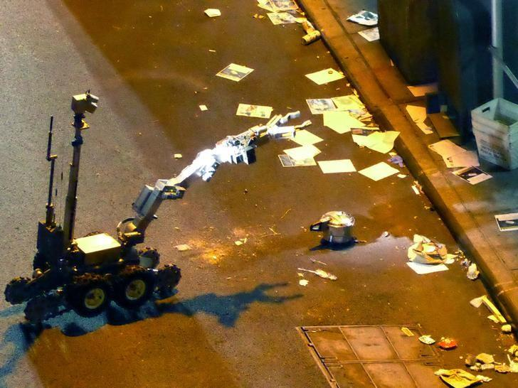 A New York Police Department (NYPD) robot retrieves an unexploded pressure cooker bomb on 27th Street, hours after an explosion nearby in New York City, New York, U.S. September 18, 2016. REUTERS/Lucien Harriot