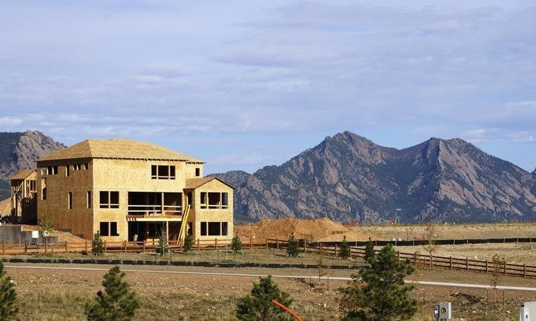 A house is under construction with the Flatirons outside of Boulder seen in the background at a housing development in Arvada, Colorado September 17, 2014.   REUTERS/Rick Wilking
