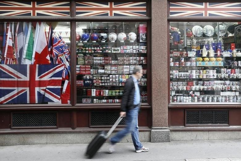 A man walks past a souvenir shop in London, Britain September 18, 2016. Photograph taken on September 18, 2016.  REUTERS/Stefan Wermuth