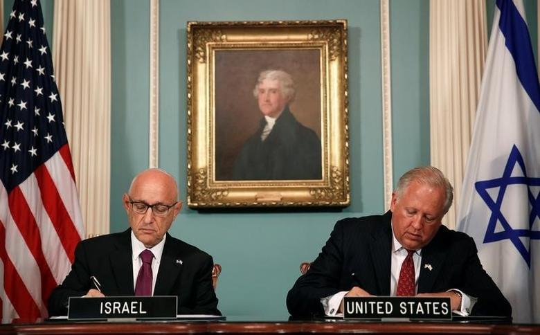U.S. Undersecretary of State Tom Shannon (R) and Israeli Acting National Security Advisor Jacob Nagel (L) participate in a signing ceremony for a new 10-year pact on security assistance between the two nations at the State Department in Washington, September 14, 2016. REUTERS/Gary Cameron