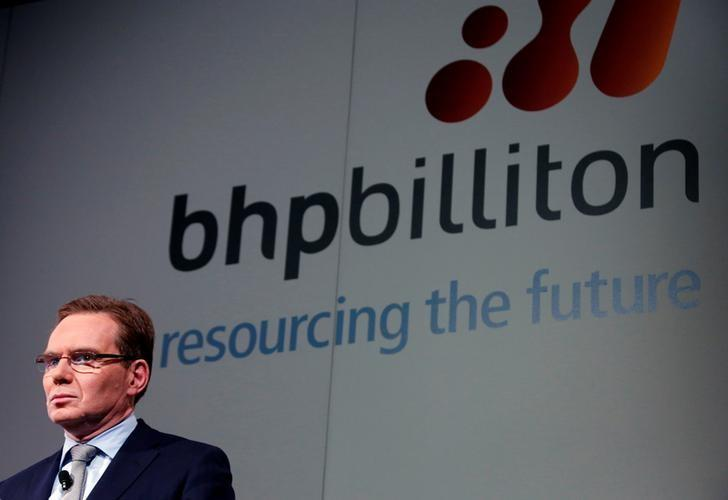 BHP Billiton Chief Executive Andrew Mackenzie prepares to discuss the company's annual results at a meeting in Sydney, Australia August 20, 2013. REUTERS/David Gray/File Photo