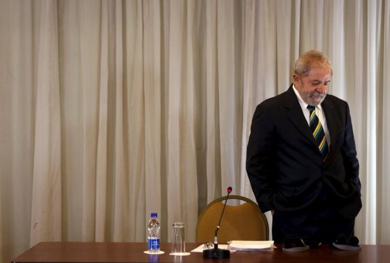 Former Brazilian President Luiz Inacio Lula da Silva arrives at a news conference with international media in Sao Paulo, Brazil, March 28, 2016.   REUTERS/Paulo Whitaker/File Photo