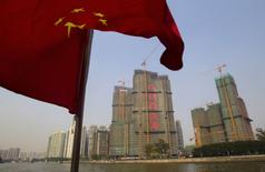 Selon le Premier ministre chinois, Li Keqiang, le pays maintiendra son cap de croissance cette année, dont l'objectif de PIB est de 6,5-7%. /Photo d'archives/REUTERS/Alex Lee