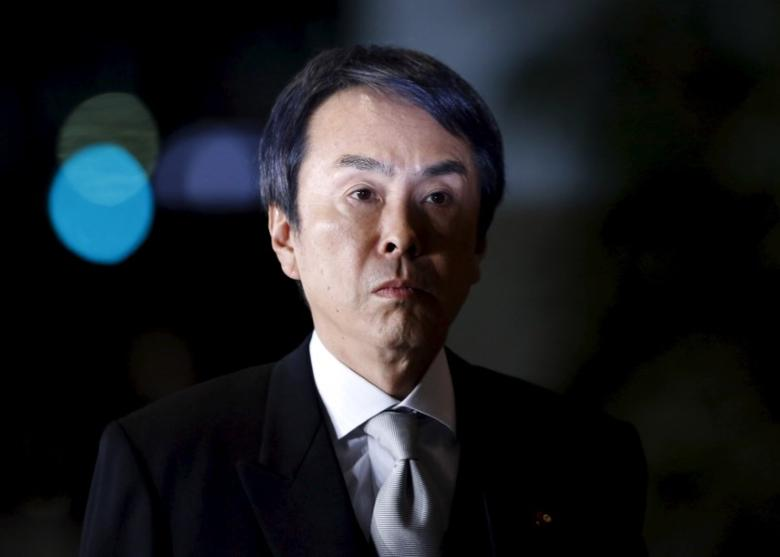 Japan's Economics Minister Nobuteru Ishihara walks into Japan's Prime Minister Shinzo Abe's official residence in Tokyo, Japan, January 28, 2016. REUTERS/Yuya Shino
