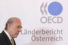 Генеральный секретарь ОЭСР Анхель Гурриа на пресс-конференции в Вене. Глобальный экономический рост в этом и следующем году будет удерживаться вблизи уровней, не наблюдавшихся со времен финансового кризиса, на фоне остановки глобализации, предупредила в среду Организация экономического сотрудничества и развития (ОЭСР).  REUTERS/Herwig Prammer  (AUSTRIA - Tags: BUSINESS POLITICS) - RTR2OQQD