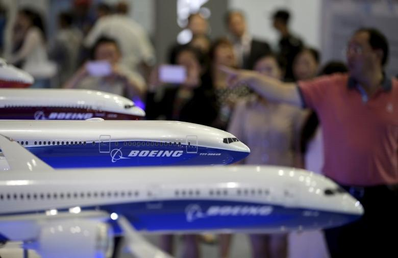 Visitors look at models of Boeing aircrafts at the Aviation Expo China 2015, in Beijing, China, in this September 16, 2015 file photo.   REUTERS/Jason Lee/File Photo