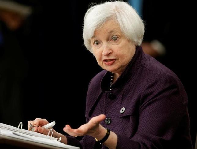 9月21日、ニューヨーク市場は、米FOMCの金融政策決定を受けてドルが対円で下げ幅を拡大した。写真はFRBのイエレン議長。ワシントンで同日撮影(2016年 ロイター/Gary Cameron)