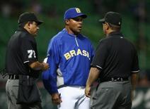Brazil's manager Barry Larkin (C)  in Fukuoka, southern Japan March 3, 2013.   REUTERS/Toru Hanai