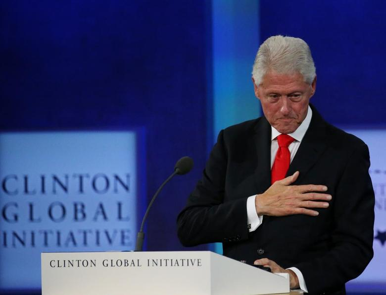 Former U.S. President Bill Clinton puts his hand over his heart after the closing of the Clinton Global Initiative 2016 (CGI) in New York, U.S., September 21, 2016.  REUTERS/Shannon Stapleton