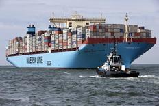 Le géant danois du transport maritime A.P. Moller Maersk va scinder ses activités dans l'énergie, touchées par la chute des cours du pétrole, pour se recentrer sur son coeur de métier. /Photo d'archives/REUTERS/Michael Kooren