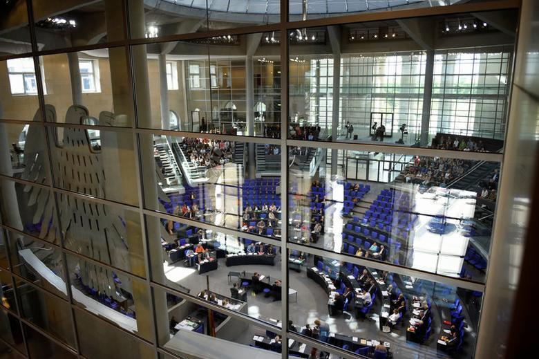 Members of the Lower house of parliament Bundestag debate on the Comprehensive Economic and Trade Agreement (CETA) in Berlin, Germany September 22, 2016. REUTERS/Stefanie Loos