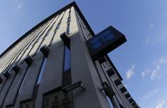 La sede de la Organización de Países Exportadores de Petróleo en Viena, nov 7, 2013. Delegados de la OPEP que se reunieron el miércoles y el jueves en Viena no lograron avances significativos respecto a la situación del mercado petrolero, dijeron fuentes del grupo.  REUTERS/Leonhard Foeger