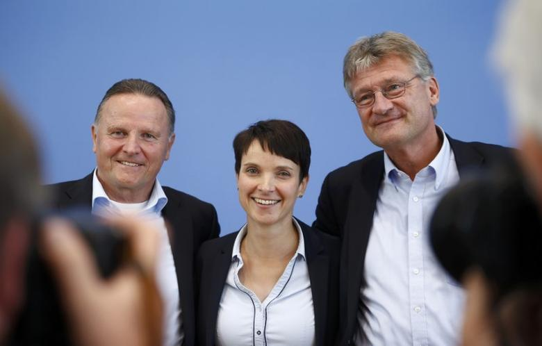 Berlin top candidate of the anti-immigration party Alternative for Germany (AfD) Georg Pazderski, AfD Germany co-leaders Frauke Petri and Joerg Meuthen (LtoR) pose after their news conference at the Bundespressekonferenz in Berlin, Germany, September 19, 2016.    REUTERS/Axel Schmidt