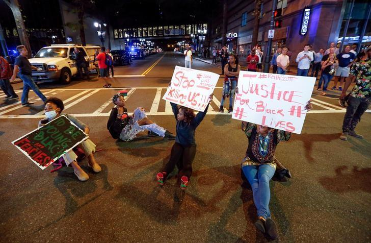 People gather in uptown Charlotte, NC to protest the police shooting of Keith Scott, in Charlotte, North Carolina, U.S. September 21, 2016. REUTERS/Jason Miczek