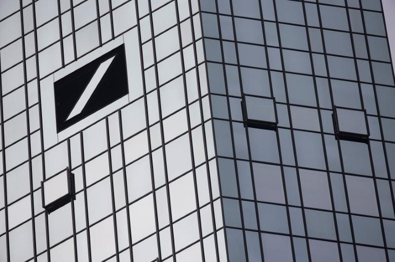 The Deutsche Bank headquarters are seen in Frankfurt, Germany October 29, 2015. REUTERS/Kai Pfaffenbach/File Photo - RTSNYSC