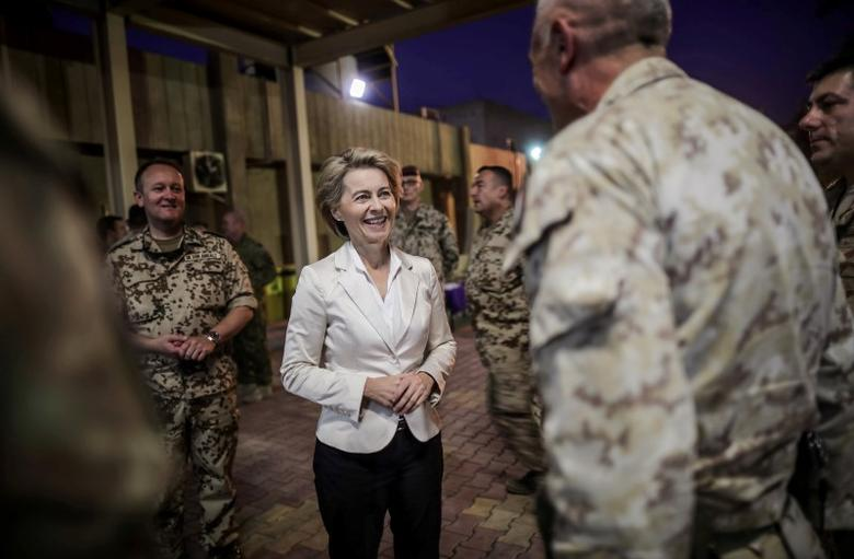 German Defence Minister Ursula von der Leyen talks to international troops at Camp Union III in Baghdad, Iraq, September 22, 2016.  REUTERS/Michael Kappeler/Pool