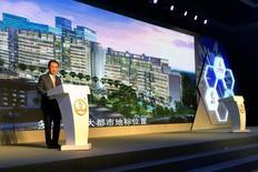 Wang Jianlin, jefe de Dalian Wanda Group, durante una conferencia de prensa en Pekín, China. 13 de julio de 2016. El conglomerado chino Dalian Wanda Group promocionará los filmes de Sony Pictures y cofinanciará los próximos estrenos de la unidad de Sony Corp en China, que según las estimaciones se convertirá en el principal mercado de consumo de películas a partir del próximo año. REUTERS/Sue-Lin Wong