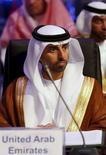 Imagen de archivo del ministro de Energía de Emiratos Árabe Unidos, Suhail Al-Mazroui, durante una conferencia en Riad.. 4 de noviembre de 2015. Emiratos Árabes Unidos respaldaría la propuesta de congelar la producción mundial de crudo para ayudar a impulsar a los mercados, dijo el lunes su ministro de Petróleo antes de una reunión entre productores y consumidores en Argelia. REUTERS/Faisal Al Nasser
