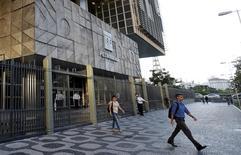 La sede de Petrobras en Río de Janeiro, mar 21, 2016. Este año han disminuido las preocupaciones de que la petrolera brasileña con presencia estatal Petróleo Brasileiro SA necesite de una inyección de capital, lo que mejora el panorama de las finanzas gubernamentales, dijo el martes Moody's Investors Service.  REUTERS/Sergio Moraes