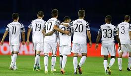 Football Soccer - Dinamo Zagreb against Juventus - UEFA Champions League Group Stage - Group H - Maksimir stadium - Zagreb, Croatia - 27/9/16 Juventus' players celebrate after soccer match against with Dinamo Zagreb. REUTERS/Antonio Bronic