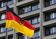 Les grands instituts économiques allemands ont relevé leur prévision de croissance de la première économie d'Europe pour 2016, la portant de 1,6% à 1,9%, apprend-on de plusieurs sources ayant connaissance d'un rapport qui va être présenté au gouvernement. /Photo d'archives/REUTERS
