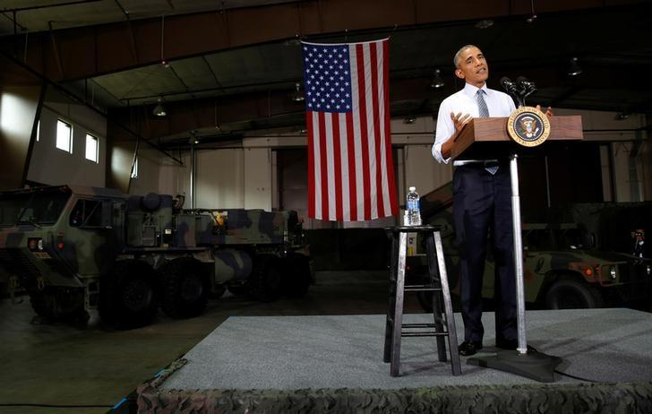 U.S. President Barack Obama speaks to military personnel during a visit to Fort Lee in Virginia September 28, 2016. REUTERS/Kevin Lamarque