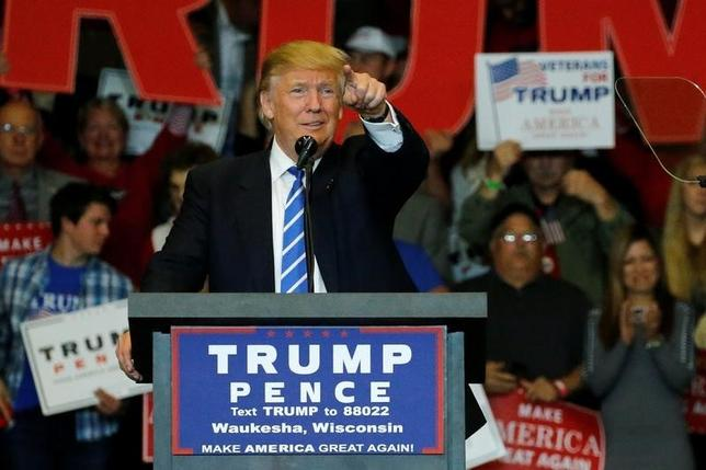 9月28日、米大統領選まで6週間となるなか、両候補による第1回討論会が終わったが、レースはなお接戦だ。そろそろ、共和党トランプ氏(写真)が民主党クリントン氏を破った場合の株式ポートフォリオを考え始めたほうがよい。ウィスコンシン州で撮影(2016年 ロイター/Jonathan Ernst)