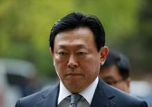 Lotte Group chairman Shin Dong-bin arrives at a court in Seoul, South Korea, September 28, 2016.  REUTERS/Kim Hong-Ji